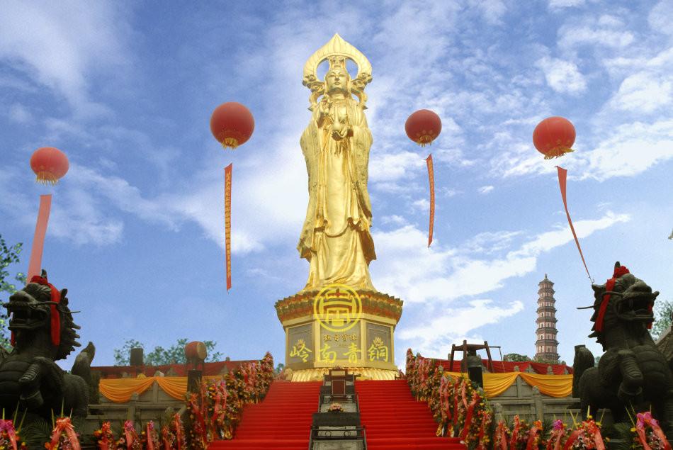 番禺莲花山贴金观音巨型佛像(36.8米)