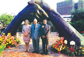 澳门孙中山纪念公园《永远握手》雕塑