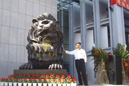 特大号汇丰狮长4.1米,宽1.83米,高2.83米