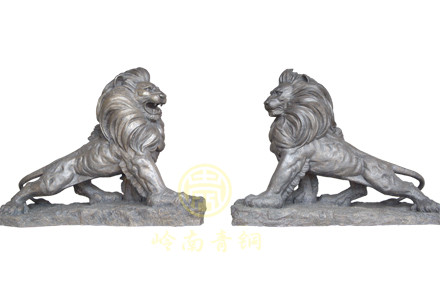 现货:上山狮(长2.1cm,高1.4米,宽0.9米)