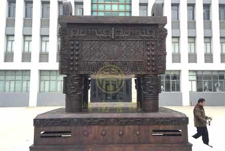 大型青铜鼎(高3.5米)-盐城工业学院