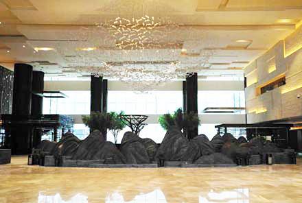 铜山铜树景观雕塑-张家界纳百利皇冠假日酒店
